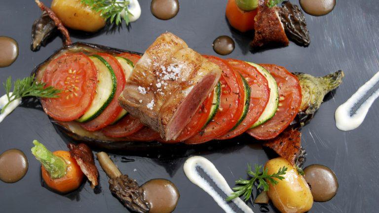 PLAT À L'ASSIETTEFilet d'agneau à la provençale sauce morilles