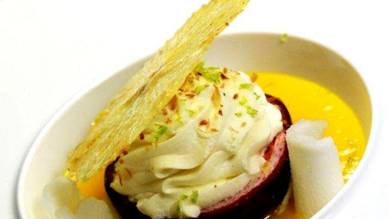 DESSERT À L'ASSIETTECoque passion chips ananas