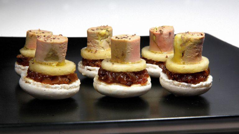 PIÈCE DE COKTAIL SALÉEMacarons pomme foie gras